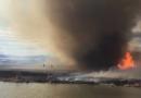 Hasič unikl před ohnivým tornádem do jezera [video]
