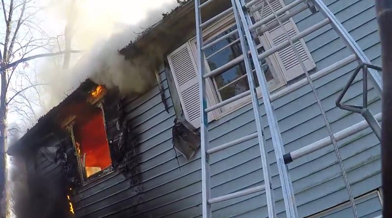 Zásah při požáru domu s kamerou na helmě [video]