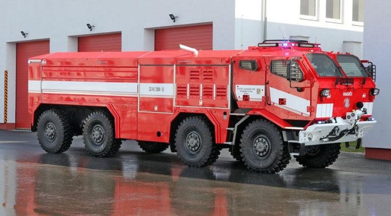 Cisternové zodolněné stříkačky Tatra Titan odolají explozi [video]